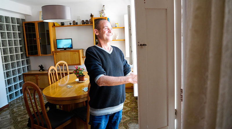 «Con una casa mi vida cambiará radicalmente a mejor» SAN JUAN DE DIOS PONE EN MARCHA UN NUEVO MODELO DE AYUDA PARA PERSONAS SIN HOGAR