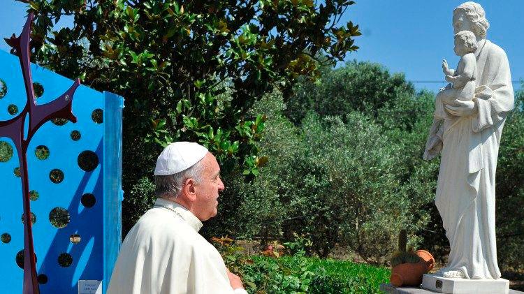 El Papa convoca un año dedicado a San José y su «corazón de padre» Firma la carta apostolica 'Patris corde' ('Con corazón de padre'), que PARAULA  publica íntegra en este número