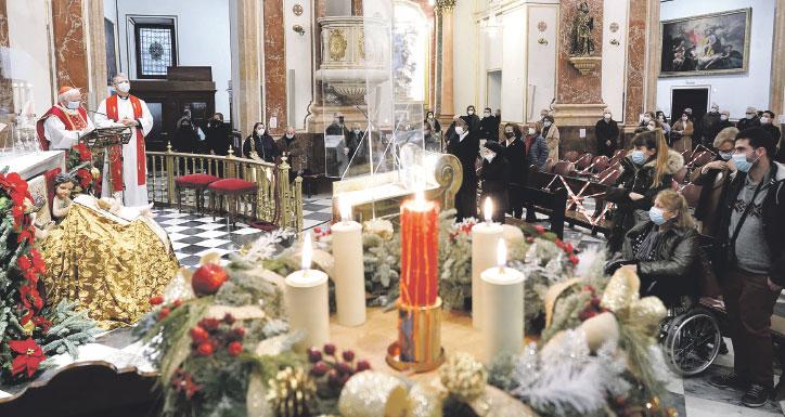 """""""No podemos callar ante la injusticia más grave de hoy: aplastar el derecho a la vida"""" El cardenal Cañizares preside la misa por los niños no nacidos, en la basílica de la Virgen"""