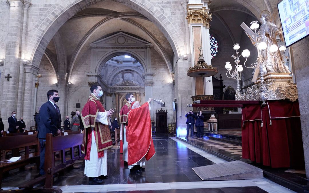 El cardenal Cañizares exhorta a universidad y colegios diocesanos en la misa de san Vicente a «apuntar a lo alto», como el patrón de la diócesis  por primera vez se celebró la procesión de la imagen del santo de manera enclaustrada, debido a la actual crisis sanitaria