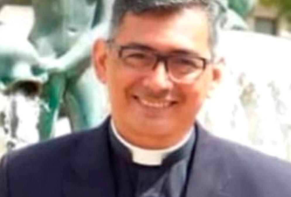 """Un capellán de hospital muere en 'acto de servicio' en Valencia contagiado por covid Fallece a los 50 años el sacerdote venezolano Robert Ramírez,  """"incansable en la atención a enfermos"""""""