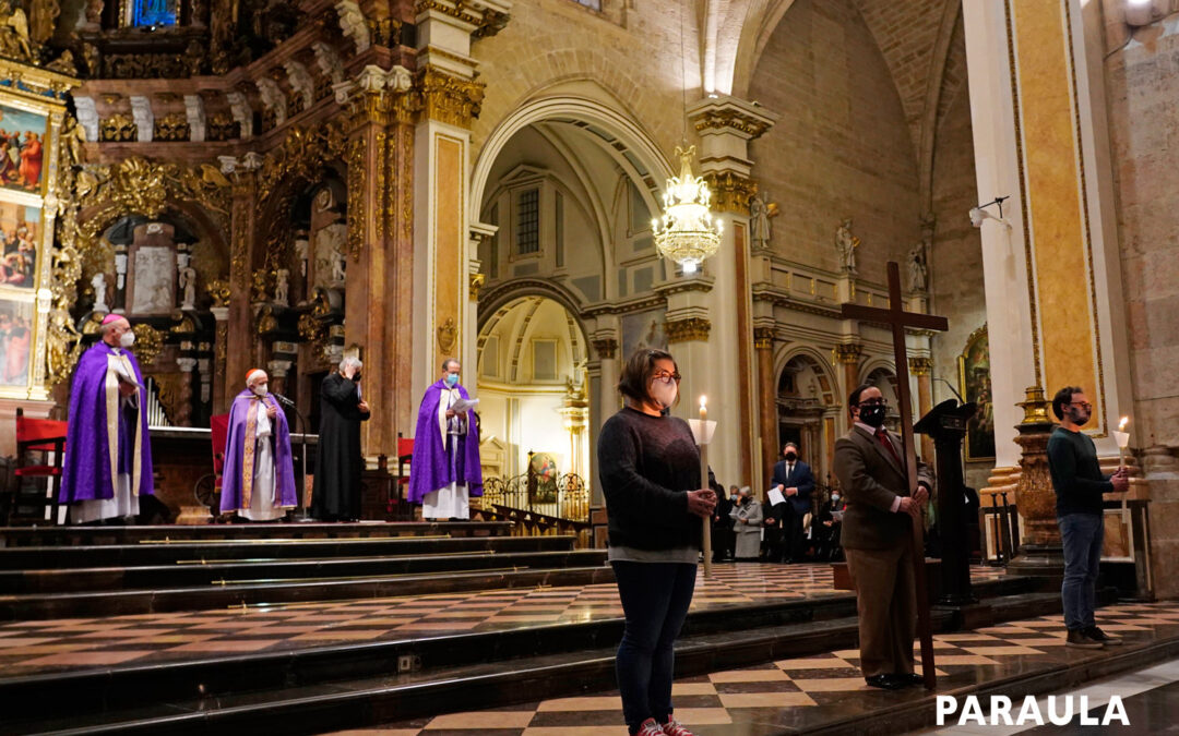 """El vía crucis diocesano, estático, dentro de la Seo  """"Hemos contemplado lo fundamental de la fe"""", destacó el Cardenal a su término"""