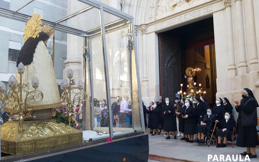 """""""¡Vaya regalazo!"""" Con la emoción a flor de piel, los valencianos despiden la ruta de tres días de la Mare de Déu por el 'cap i casal' en gesto hacia los afectados por la pandemia"""