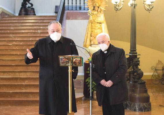 El Papa acepta la renuncia de Esteban Escudero como obispo auxiliar Calurosa ovación por su servicio a la diócesis en el que continuará ya jubilado