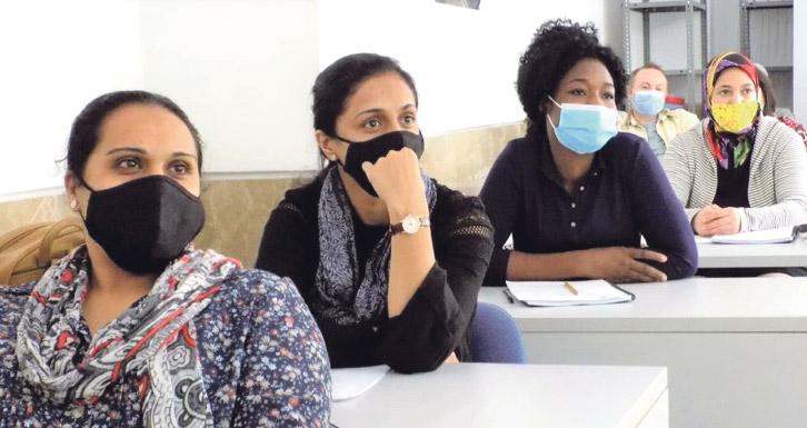 La covid-19 tiene rostro de mujer Tanto Cáritas Diocesana de Valencia, como Manos Unidas, han alertado de la carga de trabajo y del aumento de las barreras laborales con las que se encuentran las mujeres a consecuencia de la pandemia del coronavirus