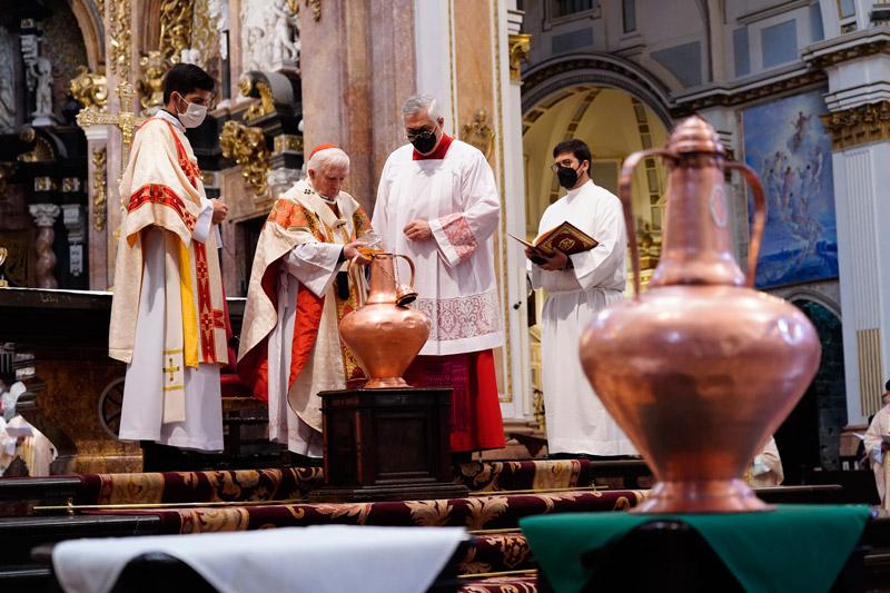 El Cardenal agradece a los sacerdotes su labor en «estas circunstancias nada fáciles»  Durante la Misa Crismal en la catedral de Valencia