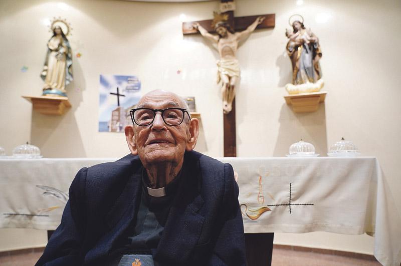 """El cura valenciano más longevo: """"Entré en el Seminario en 1934"""" José Peiró, 98 años, discípulo de mártires, ordenado en 1947 y entusiasta del Papa"""