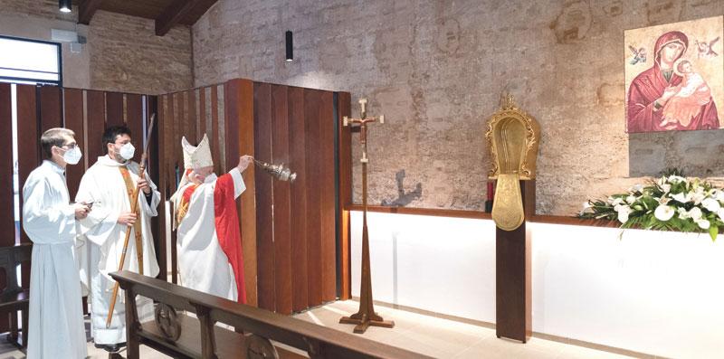 """Una capilla para """"lo que es importante siempre -más en pandemia-: adorar a Dios"""" Apertura de la capilla de adoración eucarística permanente de Moncada"""