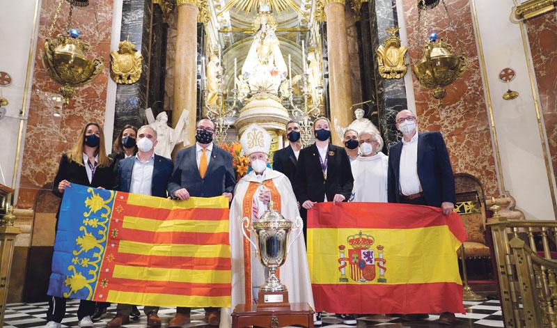 La copa de campeonas de Europa, a los pies de la Mare de Déu  El Valencia Basket ofrece su épico triunfo en la Eurocup Women a la Virgen