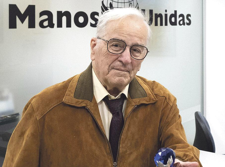 Se jubila el 'tesorero de los más pobres'  Ángel Ardid ha desarrollado su labor como voluntario de Manos Unidas de Valencia durante 23 años