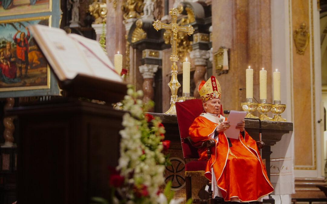 El Arzobispo: «Anunciar a Dios sin miedo, con alegría, valentía y libertad»  En la misa conclusiva de la Asamblea Sinodal, en la catedral de Valencia
