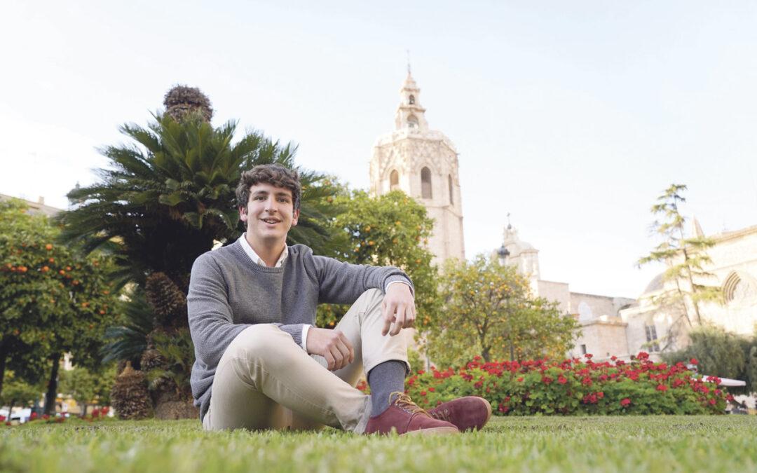 «En nuestra edad no está en juego el creer o no creer,  sino nuestra vida» El valenciano Pablo Benavent publica con 17 años un libro de poemas, desde su experiencia de Dios