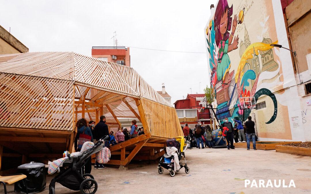 Un solar del Cabanyal, convertido en un 'patio libre para jugar' del colegio Santiago Apóstol Con la ayuda de escolares y personas con enfermedad mental