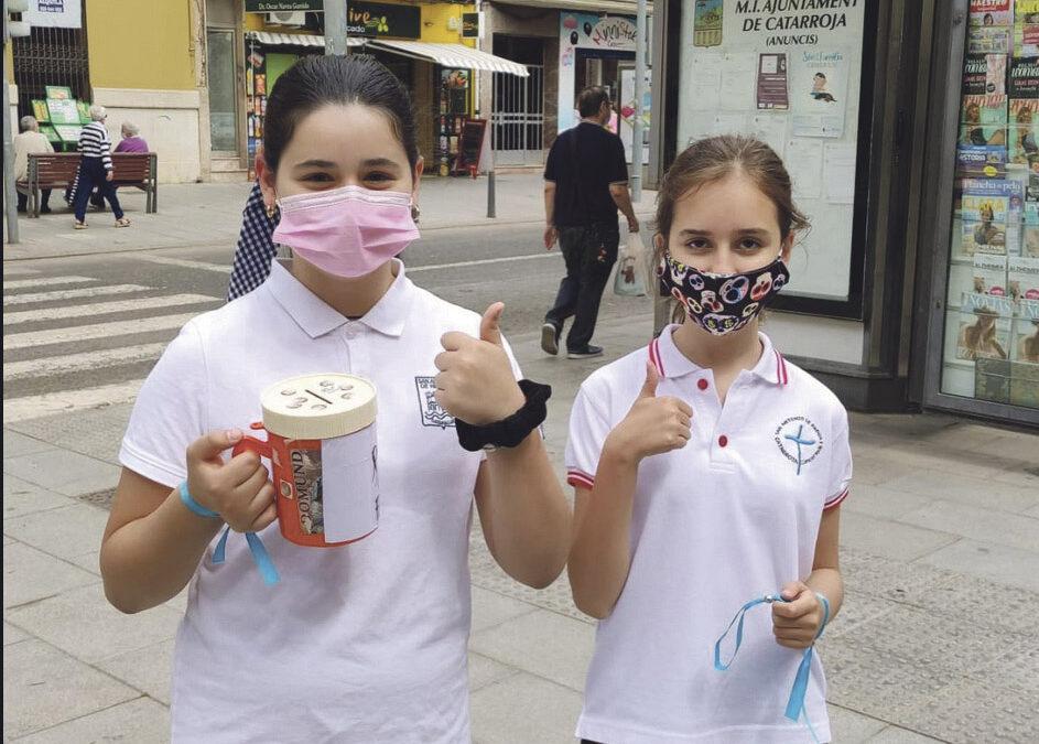 Lanzan pulseras solidarias para ayudar a las familias necesitadas por la pandemia 'Fam Zero', una iniciativa del colegio San Antonio de Padua 1 de Catarroja