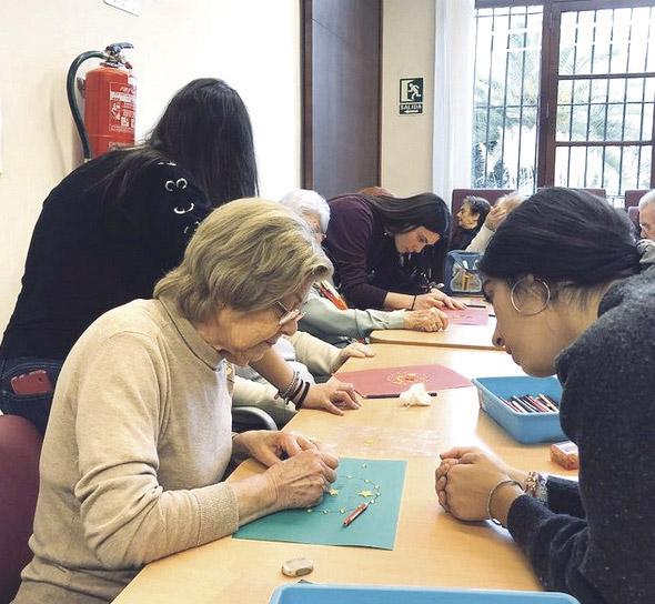 Alumnos son 'tutores'  voluntarios para personas mayores solas o vulnerables  En el Colegio la Asunción de Ribarroja con Cáritas parroquial