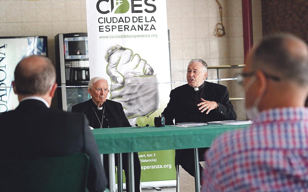 El cardenal Cañizares visita la Ciudad de la Esperanza de Aldaia para impulsar su labor a favor de personas sin hogar y en riesgo de exclusión Coincidiendo con el 7º aniversario de la nueva andadura de CIDES, con el padre Vicente Aparicio como presidente-director