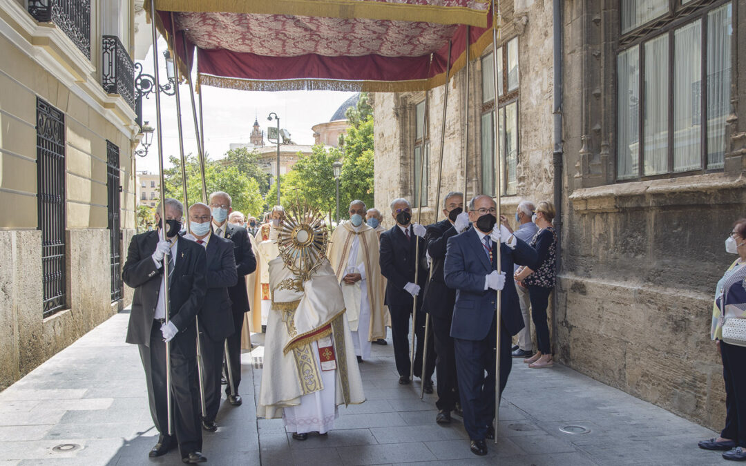 «¡Dios está aquí!» Valencia vive la fiesta del Cuerpo y la Sangre de Cristo