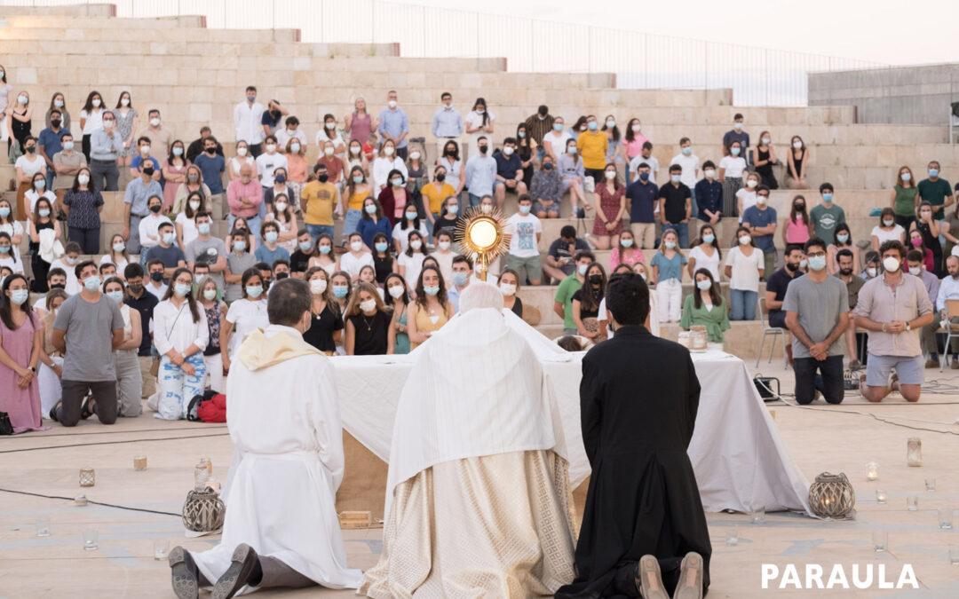 Los universitarios celebran el final del curso con una vigilia Presidida por el cardenal Cañizares junto al cardenal Versaldi, prefecto de la Congregación de Educación