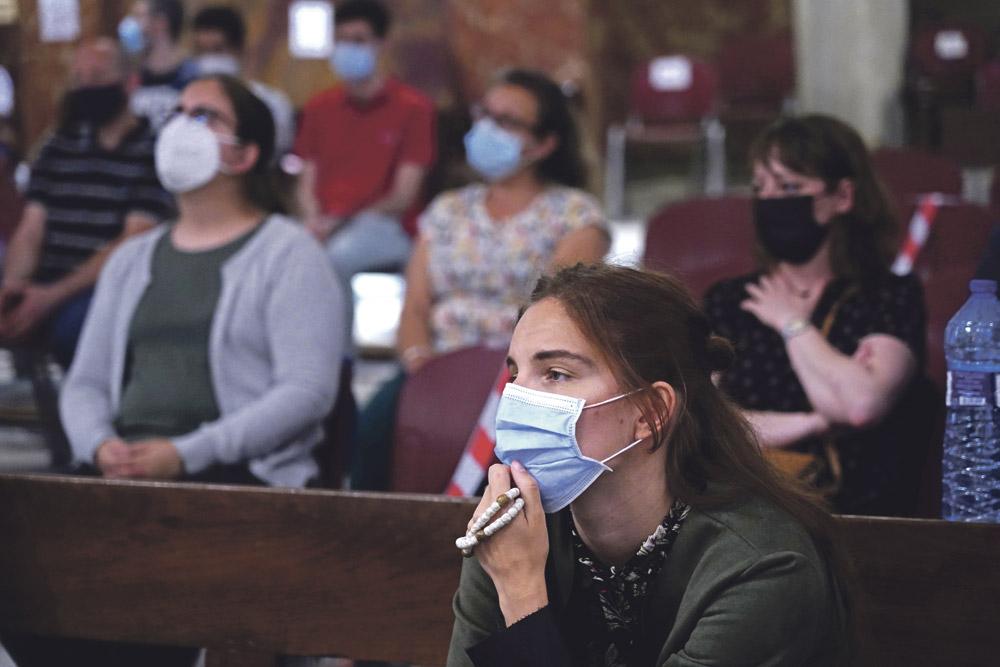 «Hoy regresamos al hogar» La última vigilia juvenil del curso retorna a la Basílica de la Virgen de los  Desamparados una vez levantado el toque de queda establecido por la pandemia