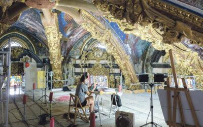 Pintaban para la gloria de Dios PARAULA entra en la 'plataforma flotante' donde restauran los frescos de los ángeles músicos de la Seo