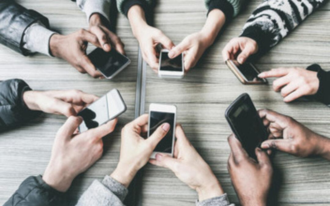 Crece el uso abusivo del móvil y falta fomentar más alternativas saludables de ocio  Memoria 2020 de Proyecto Hombre Valencia: sus centros, al 100 % ocupación