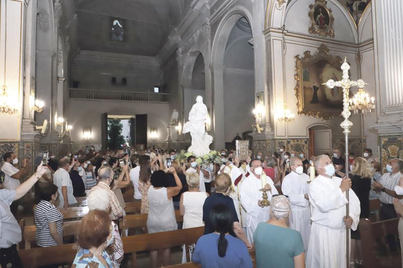 Soplo de esperanza en la visita de la imagen de la Inmaculada de Éfeso a Valencia  Multitud de fieles participan en el recorrido de la peregrinación 'Madre, ven'