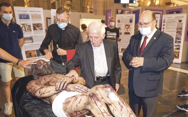 Una exposición muestra los instrumentos usados en la pasión y crucifixión de Cristo  Organizada por el Centro Español de Sindonología, puede visitarse en la nave izquierda de la Catedral