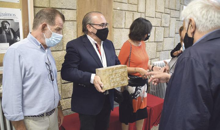 Las Escuelas San José reciben una distinción por su arquitectura El Colegio de Arquitectos entrega una placa conmemorativa