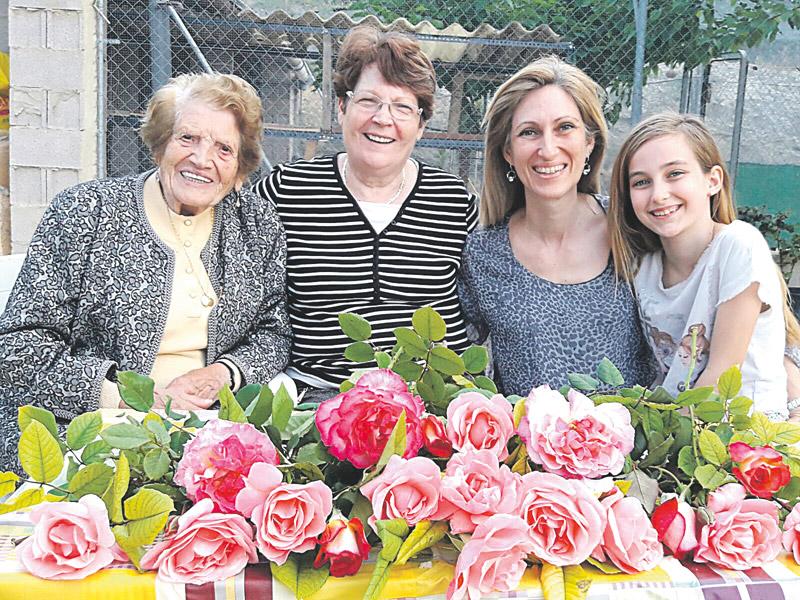 Abuela, hija y nieta, voluntarias de Cáritas… y la bisnieta lo será Clotilde Veniel, la voluntaria más veterana de España, de Bicorp, que falleció con 107 años, legó a su hija y a su nieta la fe y la necesidad de ayudar a otros