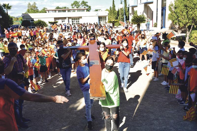 """La Cruz de la JMJ, """"estela de esperanza"""" en Valencia El símbolo de la Jornada Mundial de la Juventud  """"regalo"""" de Juan Pablo II, vuelve diez años después"""